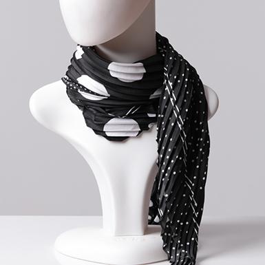 ipekistanbul - Desenli Saten Fular Pliseli - Siyah Beyaz